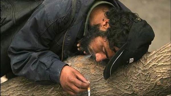 مخدرا إيران تستهلك 500 طن من المخدرات سنوياً