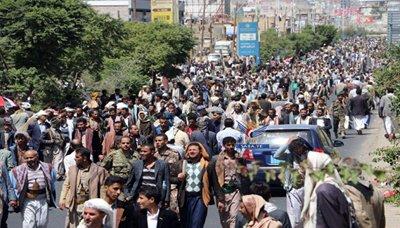 مسير العاصمة صنعاء تشهد مسيرة جماهيرية حاشدة للتنديد بمجزرة العدوان على عزاء بالصالة الكبرى