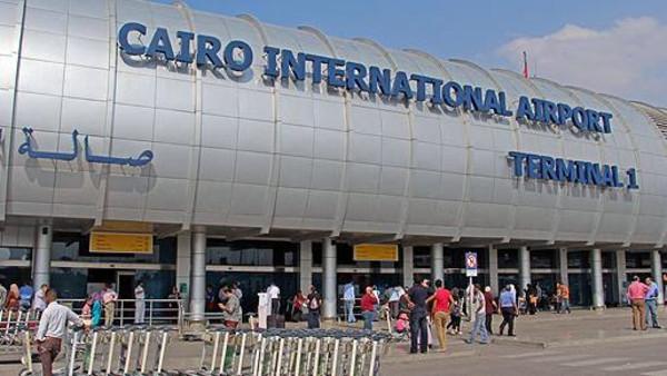 مطار مصر1 ضبط 3 ركاب حاولوا تهريب 180 ألف دولار بالمطار