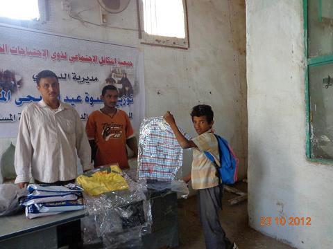 معاق(1) عشرات المعاقين يستفيدوا من كسوة العيد المقدمة من جمعية التكافل الاجتماعي  بمديرية الدريهمي