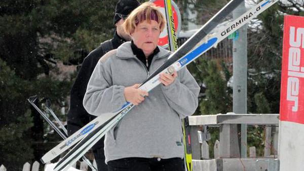 ميركل أنجيلا ميركل تنزلق وتكسر عظمة من حوضها وهي تتزلج