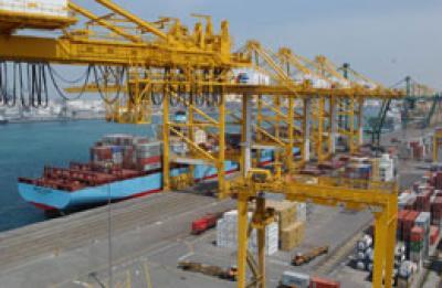 ميناء(2) أمن ميناء الحديدة يضبط دروع واقية من الرصاص في حاوية قادمة من الصين