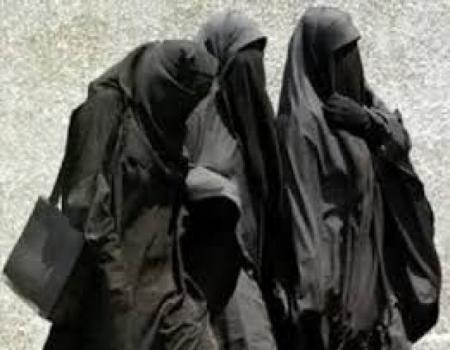 نساء الجيش اليمني يقتل خمسة عناصر من القاعدة تنكروا في زي نساء