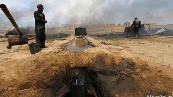 نفط3 طيران التحالف يدمر5 مواقع نفطية لداعش بسوريا