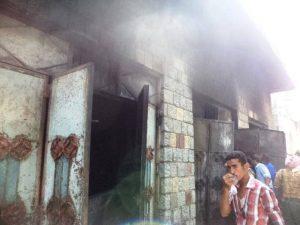 0007 300x225 الحديدة : عامل نظافة يتسبب في حريق هائل في مستودع للتكييف في أول أيام العيد
