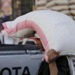 اليمن يقترب من المجاعة بسبب تجميد أموال بالبنوك
