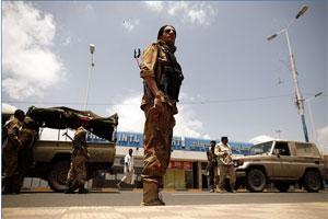 07 05 13 406383691 احتجاز مدير مكتب قناة الساحات وعضوان في هيئة علماء اليمن في مطار صنعاء