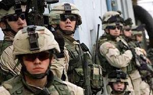07 10 12 150390005 وصول قوات امريكية على متن طائرة عسكرية الى مدينة عدن