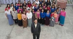 09 17 16 470438 300x161 شاهد ..رجل هندي لدية أكبر عائلة في العالم تتكون من 39 زوجة