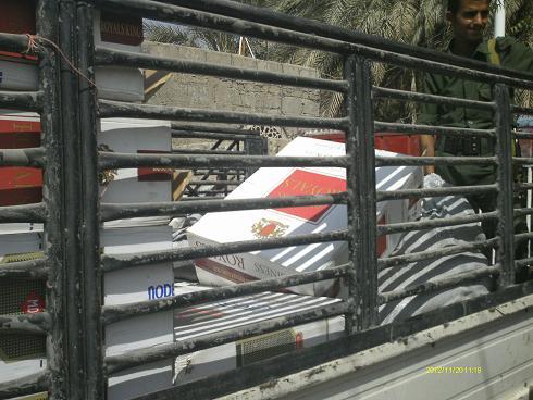 1(56) الحديدة: أمن مديرية  بيت الفقية يظبط 75 كرتون سجائر مهربة على متن باص