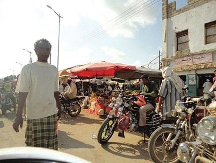 1(81) 70 ألف دراجة نارية في شوارع الحديدة