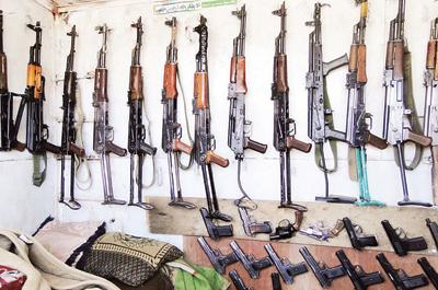 1(83) الحديدة : ضبط 38 قطعة سلاح كلاشنكوف في نقطة القناوص