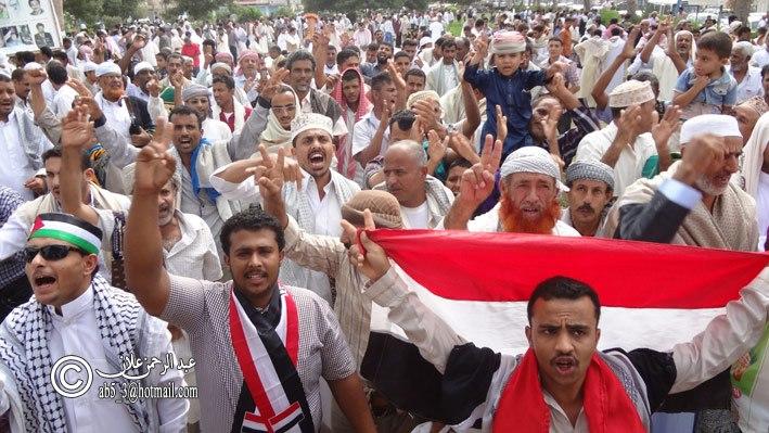 1(89) الحديدة : تشكيل قيادة جديدة لساحة التغيير بعد إنسحاب الأحزاب منها بقيادة طارق سرور