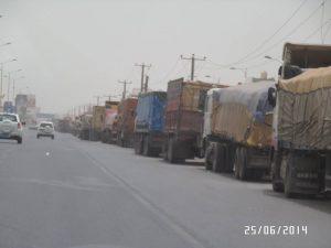 10481839 10152489642625480 679785073 n 300x225 سائقوا شاحنات النقل الكبير يشكون أنعدام الديزل عن المحطات منذ أسبوع بالحديدة