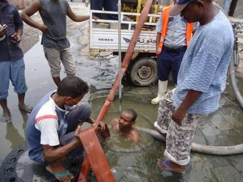 1101 وكيل محافظة الحديدة يطلع على مشروع النقد مقابل العمل في مجال الصرف الصحي