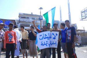 11130 300x200 تظاهرات حاشدة في الحديدة لرفض تواجد مليشيات الحوثي المسلحه والمحافظ يدعوهم للإلتزام بالسلميه تجنباً لإراقة الدماء