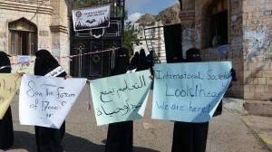 11164 300x168 طلاب جامعة حضرموت يحتجون أمام ديوان المحافظة بمدينة المكلا للمطالبة بإستئناف الدراسة