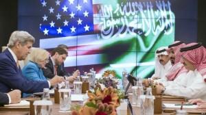 11FAF8F7 9445 4695 BDE6 738C93A4F70F w987 r1 s 300x168 جون كيري يصل السعودية لبحث حل سياسي للأزمة اليمنية