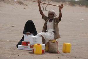 1214 300x200  جمعية الأشعري توزع 500 سلة غذائية على الأسر الفقيرة بالحديدة