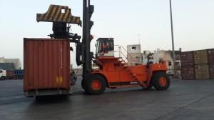 1242 300x168 ميناء المكلا يستعد لاستقبال باخرة حاويات جديدة وقيادة المؤسسة تؤكد الجاهزية الكاملة لاستقبال جميع أنواع البواخر