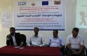 جلسة استماع بين السلطة المحلية وممثلي الشباب والنساء في الحديدة