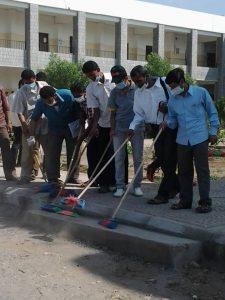 1483628 614164458643590 745684898 n 225x300 منظمة رواد البناء والتنمية وطلاب ومدرسي كلية الآداب بالحديدة يدشنون حملة نظافة واسعة
