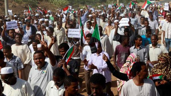 163 اعتقال نقيب الأطباء السودانيين وأنباء عن سقوط 250 قتيلا