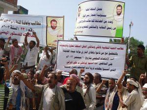 189 300x225 سائقي شاحنات النقل الكبير بالحديدة يتظاهرون لمطالبة السلطات الأمنية إطلاق سراح المحتجزين بالبحث الجنائي