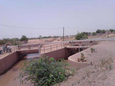 2(4) الحديدة : أهالي زبيد يطلقون على جسر هرة في المنطقة بجسر الموت