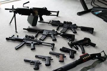 2(42) الأمن بالحديدة يضبط أربعة أشخاص وبحوزتهم أسلحة