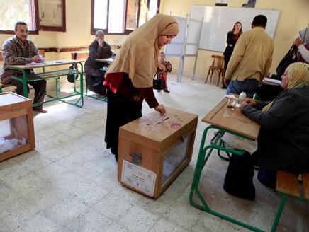 8 مصر.. مرشد الإخوان يهدد بالنزول للشارع إذا تم تزوير الانتخابات أو التلاعب بالدستور
