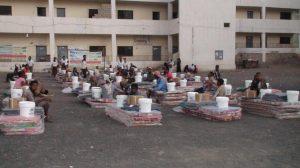 2153 300x168 توزيع معونات إيواء طارئة ل370 أسرة مهمشة نازحة في تعز