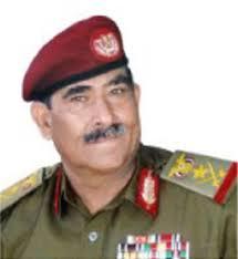 إصابة وزير الدفاع اليمني السابق الموالي للحوثيين في غارة للتحالف