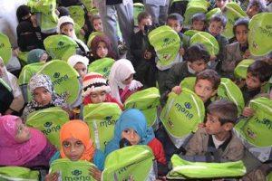 2238 300x200 ضمن حملة ساعدني كي أتعلم .. (منى) تدشن توزيع 3000 حقيبة مدرسية
