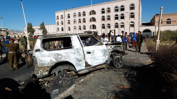 347 السلطات اليمنية تبحث عن 5 سيارات مفخخة في صنعاء