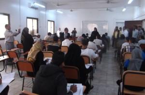 393 300x197 رئيس جامعة عدن باسلامة يتفقد سير الامتحانات النهائية في كلية الحاسب الألي بعدن