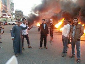 40a837c1 f86c 4725 b51c 4099b3716123 Lrg 300x225 إحتجاجات وقطع شوارع في العاصمة صنعاء غداة إقرار جرعة سعرية وصفت بـ  بالقاتلة