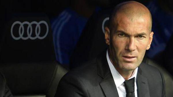 عرض مغرٍ قد يدفع زيدان للرحيل عن ريال مدريد