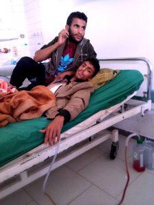 4219 225x300 الحرب تفاقم من معاناة المرضى .. حتى الشباب مصابون بسوء التغذية في اليمن !