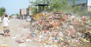 450 300x156 حملة نظافة واسعة لرفع القمامة في مديريتي الحالي والحوك بالحديدة