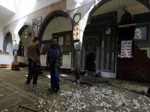 471 300x225 وزارة الأوقاف والإرشاد تدين بشدة التفجير الانتحاري في جامع النور بصنعاء