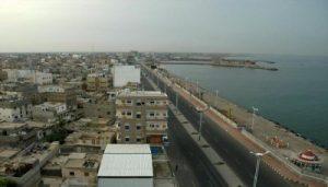 725 300x171 إصابة 4 مواطنين معظم بحالة خطيرة جراء قصف العدوان لمديرية الميناء بالحديدة