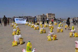 730 300x200 (منى)توزع 300 سلة غذائية للأسر النازحة في مديرية بني الحارث بصنعاء