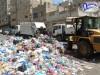 تعز : صندوق النظافة يستمر في تنفيذ حملات تنظيف أحياء وشوارع المدينة وسط نيران الحرب