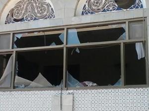 886 300x224 تعليق الدراسة بعدد من كليات جامعة الحديدة على خلفية تضرر المبنى جراء الأنفجار الأرهابي