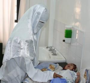 الحديدة : ضبط هندية تمارس عملها كطبيبة نساء وهي بمؤهل تمريض