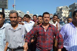 DSC 8972 300x200  عمال وموظفوا ميناء الحديدة يتظاهرون إحتجاجاً على منع رئيس مجلس إلادارة من دخول الميناء