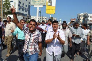 DSC 8978 300x200  عمال وموظفوا ميناء الحديدة يتظاهرون إحتجاجاً على منع رئيس مجلس إلادارة من دخول الميناء