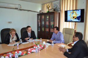 DSC 9716 300x200 السفير الهولندي يزور ميناء الحديدة ويبدي إستعداد بلادة في دعم المشاريع التنموية في اليمن