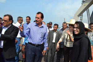 DSC 9727 300x200 السفير الهولندي يزور ميناء الحديدة ويبدي إستعداد بلادة في دعم المشاريع التنموية في اليمن